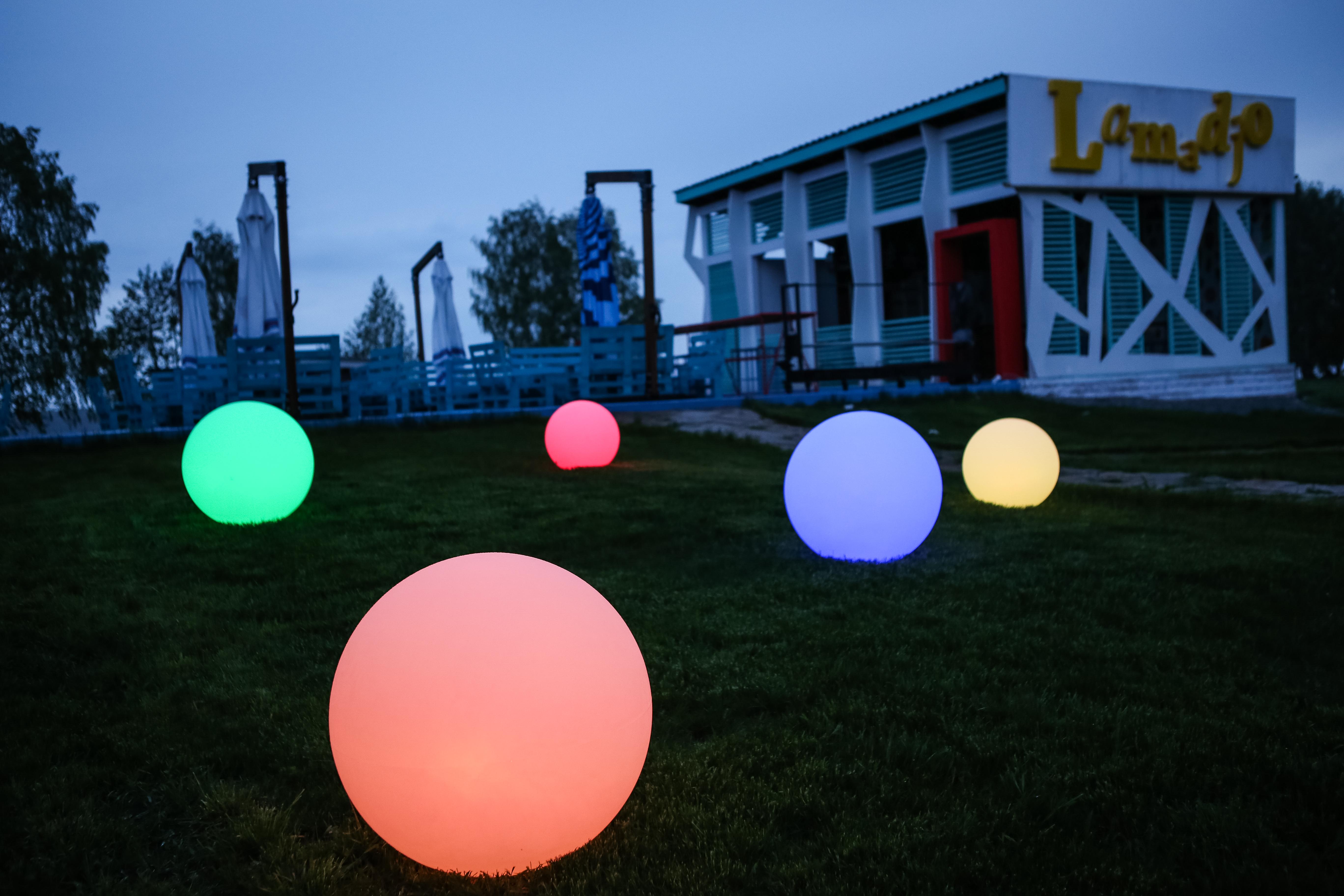Световая LED мебель, световой шар в ландшафтном дизайне