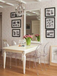 Оформление интерьера гипсовой декоративной плиткой